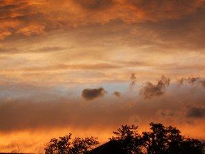 Lángol az ég