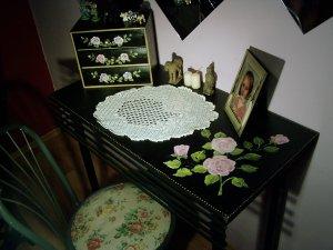 festett asztalka